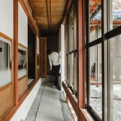 shimotoyama-house-renovation: ALTS DESIGN OFFICEが手掛けた廊下 & 玄関です。