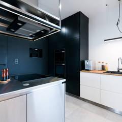 WNĘTRZA DOMU W BRZEGU DOLNYM: styl , w kategorii Kuchnia na wymiar zaprojektowany przez NA NO WO ARCHITEKCI