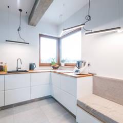 Kitchen units by NA NO WO ARCHITEKCI