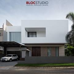PIKtangular House:  Rumah tinggal  by BlocStudio