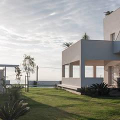 Front yard by manuarino architettura design comunicazione
