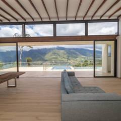 casa de campo calima : Salas de estilo moderno por astratto