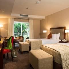 FALLS IGUAZÚ HOTEL & SPA: Hoteles de estilo  por GS TALLER DE ARQUITECTURA,Ecléctico