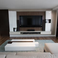 Apartamento bosques del oeste : Salas multimedia de estilo  por astratto
