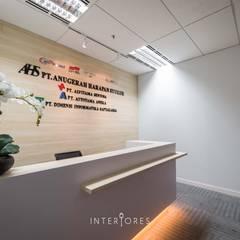 Reception Area:  Kantor & toko by INTERIORES - Interior Consultant & Build