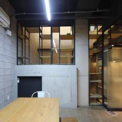 연남동 조르바 ZORBA: (주)건축사사무소 모도건축의  회의실