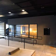 연남동 조르바 ZORBA: (주)건축사사무소 모도건축의  사무실