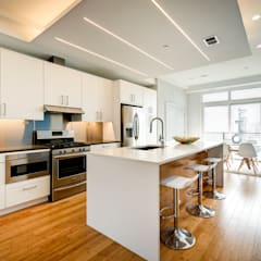 Divis Condo:  Kitchen by KUBE Architecture