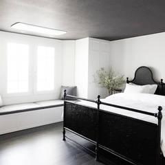 심플한 컬러 밸런스로 채워진 세미 클래식/ 잠실 레이크팰리스: B house 비하우스의  침실,클래식