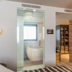 Diseño de interior y reforma en la Eixample de Barcelona: Paredes de estilo  de Goian