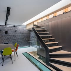 Purpose designed open riser staircase:  Stairs by The Crawford Partnership
