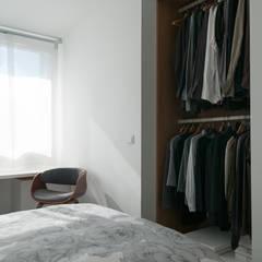 Bureau // Dressing // Chambre // Echoppe BORDEAUX La Bastide: Dressing de style de style Moderne par FABRIQUE D'ESPACE