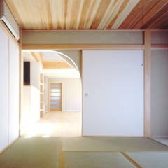 横浜 大黒柱の家: ミナトデザイン1級建築士事務所が手掛けた和室です。