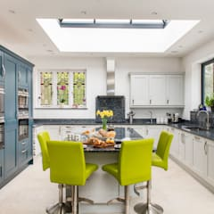 Built-in kitchens by Raycross Interiors