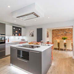 Mr & Mrs A-C, Ottershaw:  Built-in kitchens by Raycross Interiors