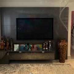 Salas de entretenimiento de estilo ecléctico por P.B Arquitetura