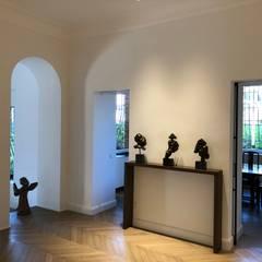 Pasillos y vestíbulos de estilo  por GIAN MARCO CANNAVICCI ARCHITETTO