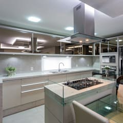 Kitchen units by Mais Art & Design
