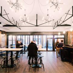 Le Carrousel: Salle à manger de style  par Varinot & Varinot Architectes