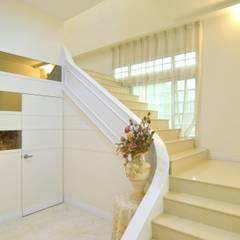 Escaleras de estilo  por 奇恩室內裝修設計工程有限公司