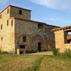 GABBRO : Casa di campagna in stile  di cristianavannini   arc