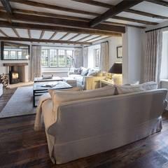Malt House :  Living room by ARB Architecture Ltd