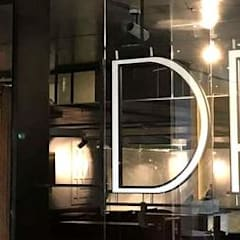Fachada: Bares y discotecas de estilo  por Proyectos JL