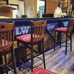Lucky Wings 57: Restaurantes de estilo  por Proyectos JL