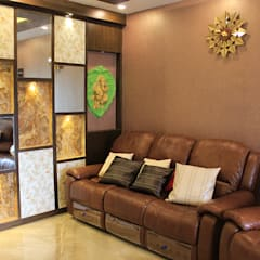 4 BHK Apartment of Mr Sachin Tulsyan Kolkata:  Living room by Cee Bee Design Studio
