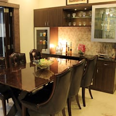 4 BHK Apartment of Mr Sachin Tulsyan Kolkata:  Dining room by Cee Bee Design Studio