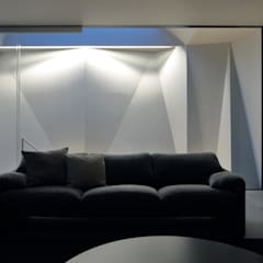 光を拡散する階段の壁: (株)建築デザイン研究所が手掛けた壁です。