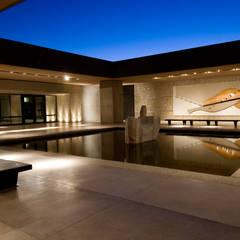 Killka   Espacio Salentein: Centros de exposiciones de estilo  por Bórmida & Yanzón arquitectos