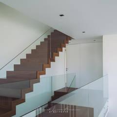 moradia LC: Escadas  por miguel lima amorim - arquitecto - arquimla,