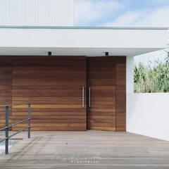 Гаражи в . Автор – miguel lima amorim - arquitecto - arquimla