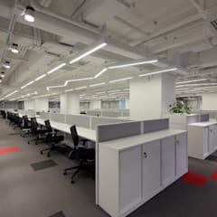Open Office Area:  Offices & stores by FINGO DESIGN & ASSOCIATES LTD.