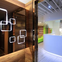:  Clinics by FINGO DESIGN & ASSOCIATES LTD., Modern Glass