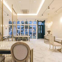 내부: 디자인에이드의  바 & 카페