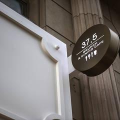 사인물: 디자인에이드의  바 & 카페
