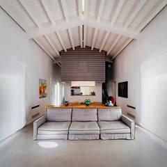 DF House: Casa unifamiliare in stile  di Santi Albanese