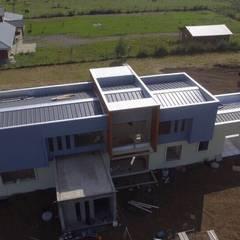 Flat roof by Constructora Rukalihuen,