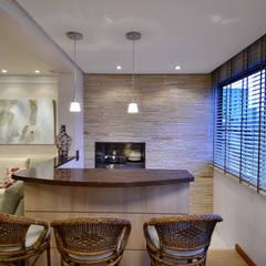 Arquitetura de Interiores Marcelo John: Salas de jantar clássicas por Marcelo John Arquitetura e Interiores