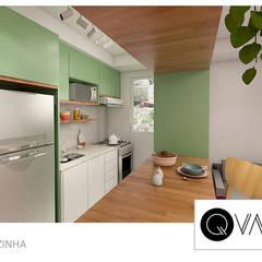 Apartamento Pequeno Sumaré: Armários e bancadas de cozinha  por QViveAlli