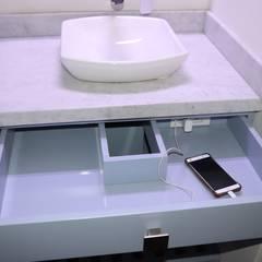 Baño: Baños de estilo moderno por Dharma Arquitectura
