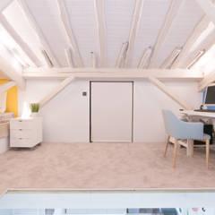 REFORMA V IVIENDA 2º ENSANCHE: Estudios y despachos de estilo  de Rooms de Cocinobra