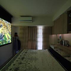 Salas multimedia de estilo escandinavo por 寬軒室內設計工作室