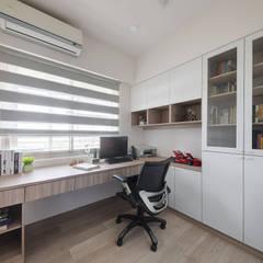 Estudios y oficinas estilo escandinavo de 寬軒室內設計工作室 Escandinavo