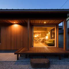 灯の家(とうのいえ)(La casa alumbrada): アグラ設計室一級建築士事務所 agra design roomが手掛けたテラス・ベランダです。