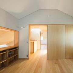 灯の家(とうのいえ)(La casa alumbrada): アグラ設計室一級建築士事務所 agra design roomが手掛けた子供部屋です。