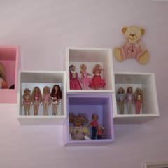 : Habitaciones de niñas de estilo  de Romina Sirianni