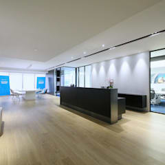 Reception Area:  Offices & stores by FINGO DESIGN & ASSOCIATES LTD.